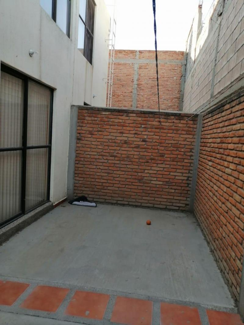Renta de Casa  en San Luis Potosi en PRIVADA De Dalias